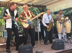 Photo by Carolyn MacDonald Manning / Merrell Fankhauser and friends on stage, Tiki Lounge